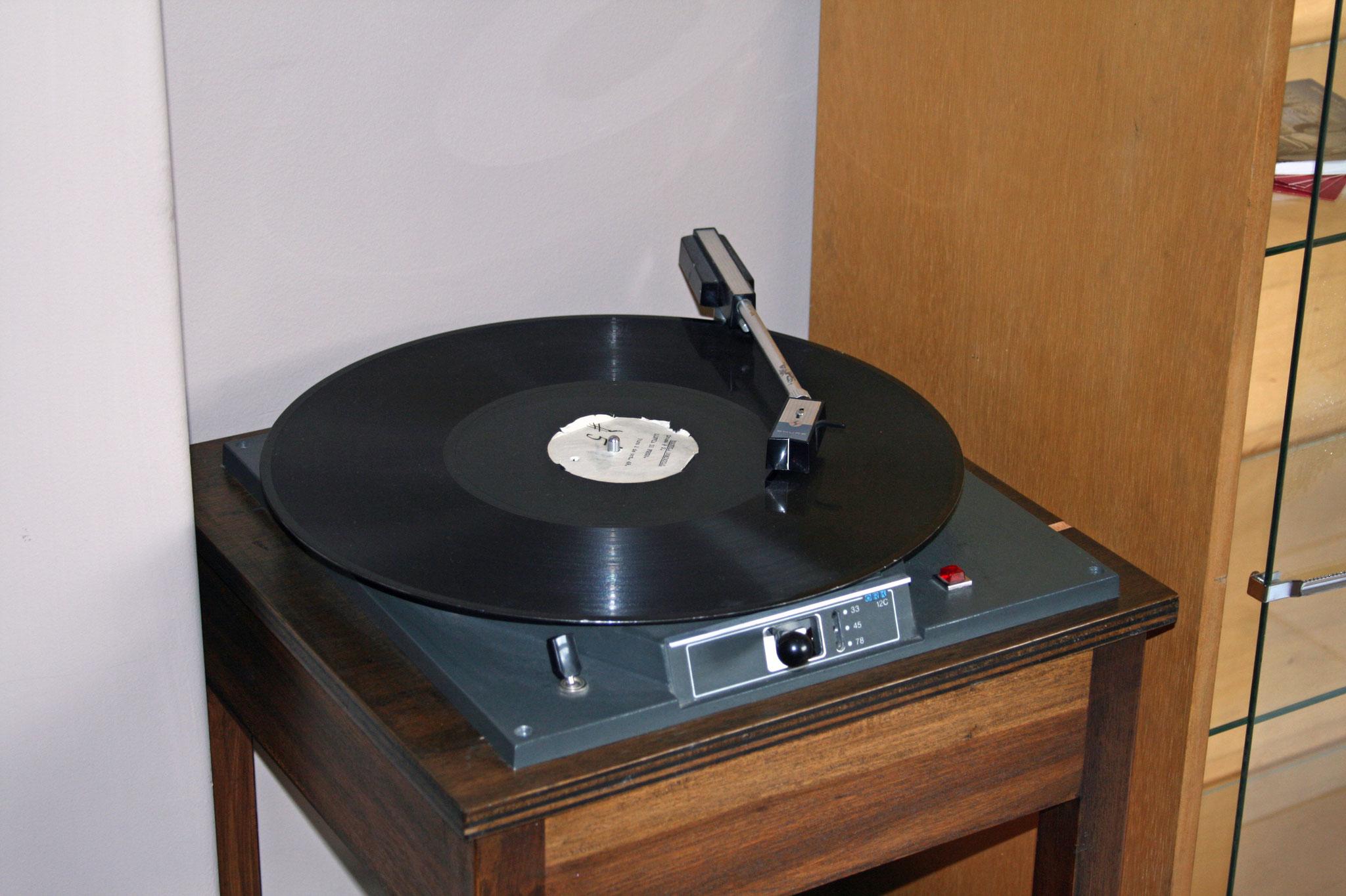 Spezieller Plattenspieler für US-Studios mit ca. 35-er LP-Umfang