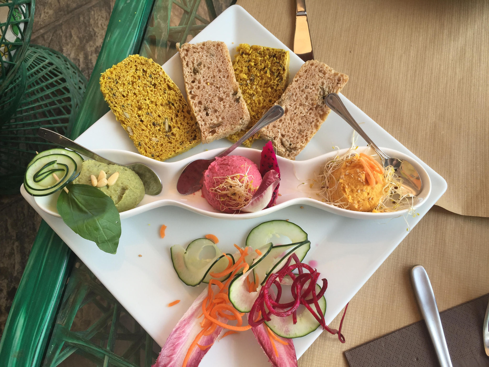 Samelo Vegan and Veggies Hummus trio. Abades
