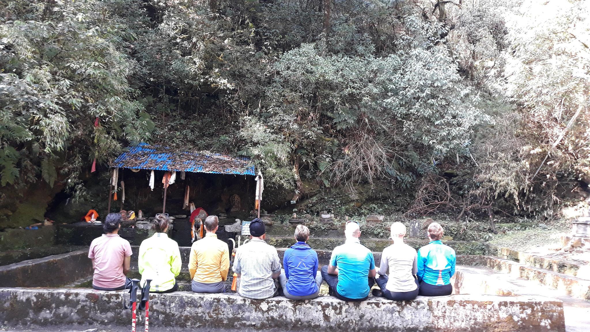 Meditation im Dschungel an heiligen Plätzen