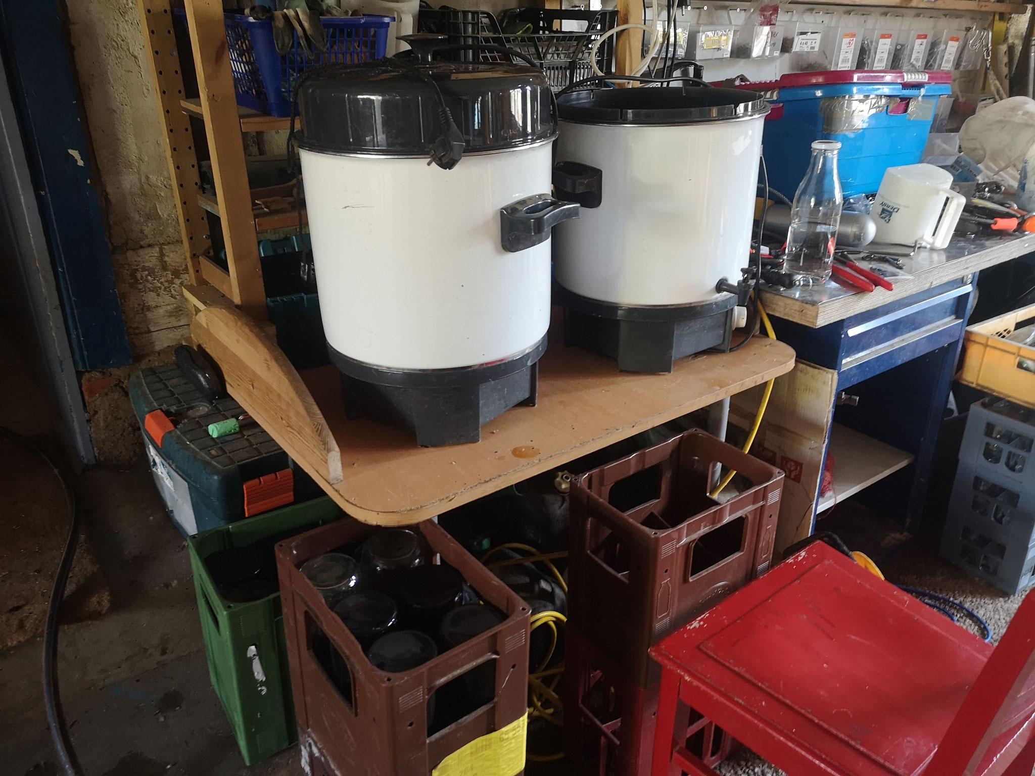 6. Schritt: Der Saft wird auf zw. 70 u. 75 Grad erhitzt und danach abgefüllt. Wir schaffen zu zweit zw. 60 u. 90 Liter Saft am Tag