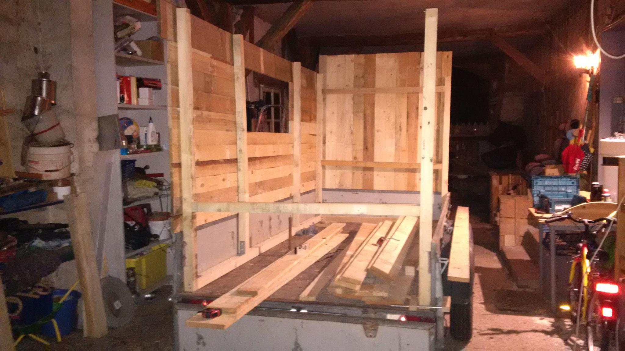 Palettenholz ist die günstigste Möglichkeit, um sich etwas bauen zu können.