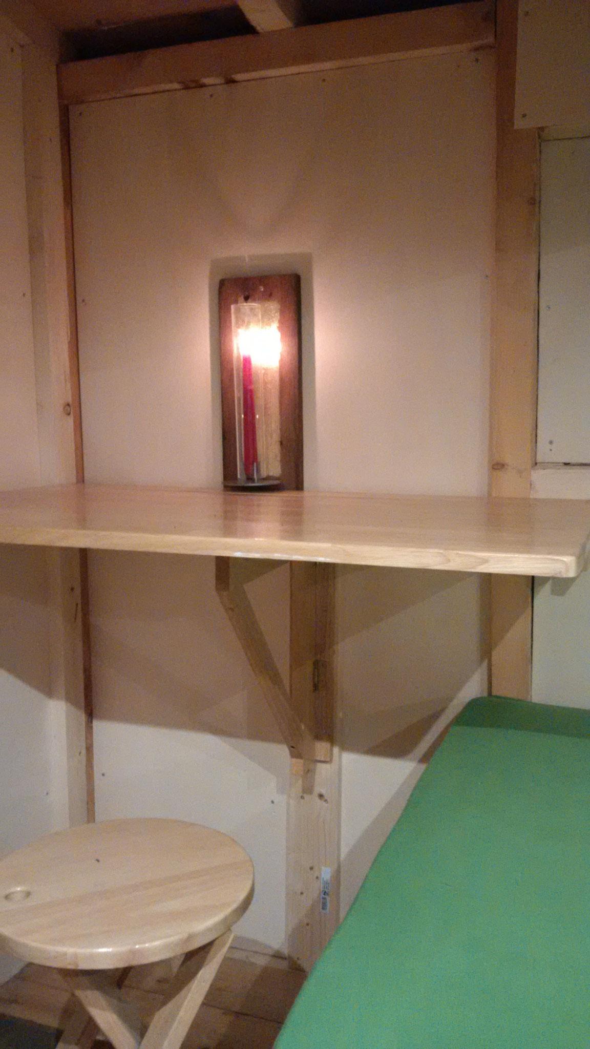 Der Tisch. Anklappbar, damit unterwegs auch das Zelt für den Leybkneter rein passt.