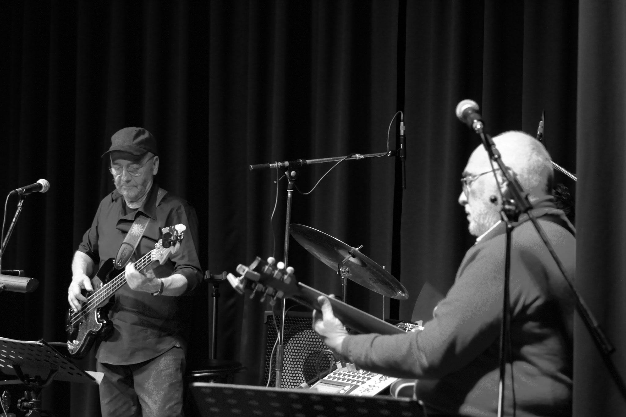 Gilbert, basse, et André, guitare.