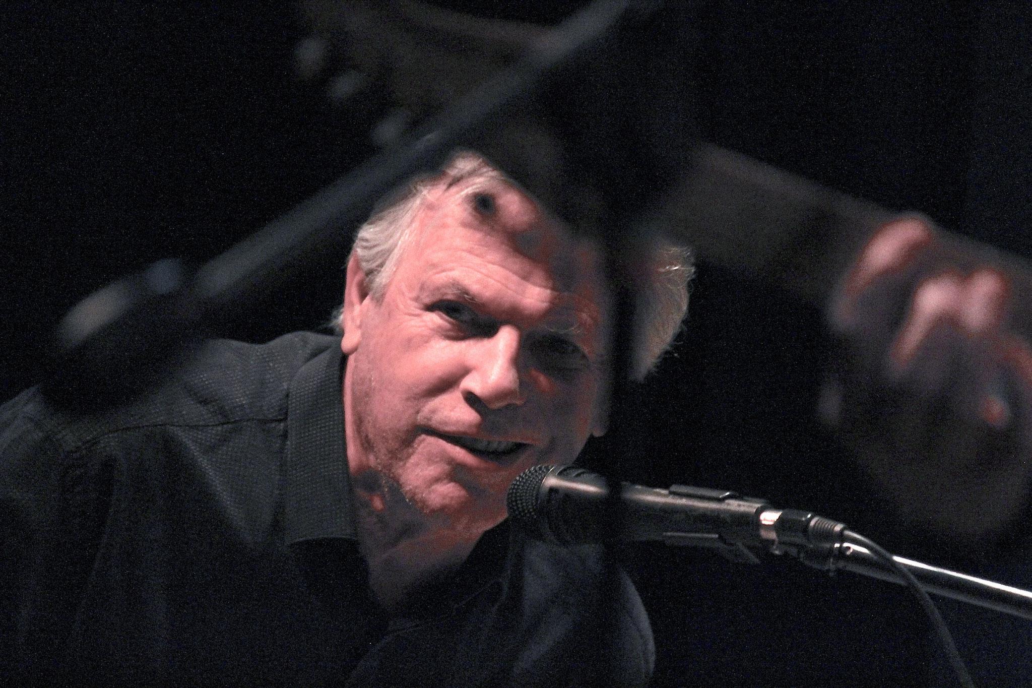 Jean-Louis, piano et orgue.