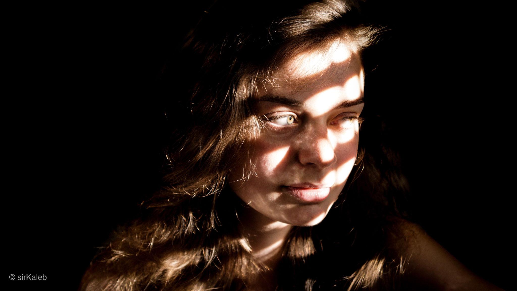 PEOPLE - LIGHT N STRIPES