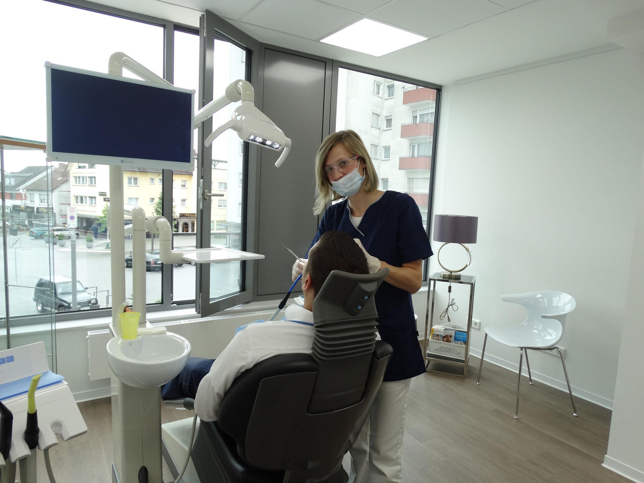 Zahnarztpraxis Roshanaei - Behandlungszimmer