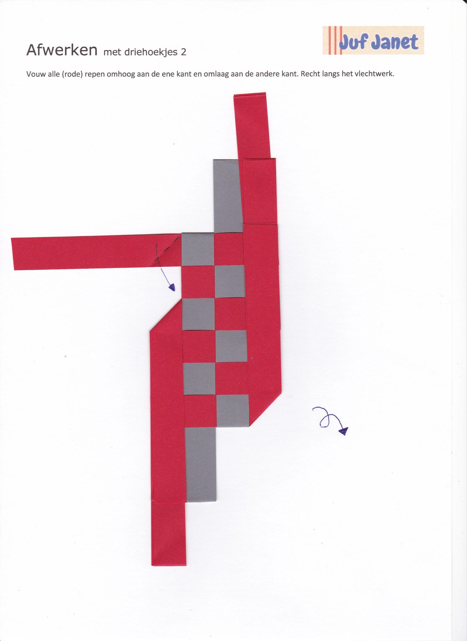 Stap 2: Vouw alle repen omhoog aan de ene kant en omlaag aan de andere kant. Recht langs het vlechtwerk.