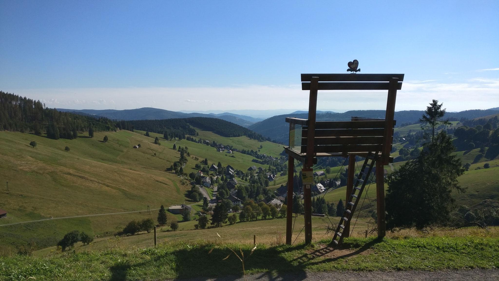 Wie so vieles in Todtnauberg ist auch dieser Stuhl besonders hoch.