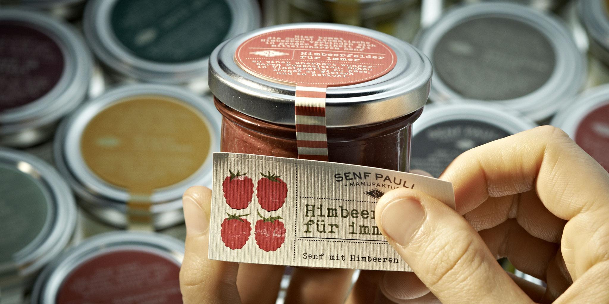 Die hochwertigen Zutaten werden von uns nach eigenen Rezepturen verarbeitet. So schaffen wir es, dass jedes Produkt einzigartig schmeckt.