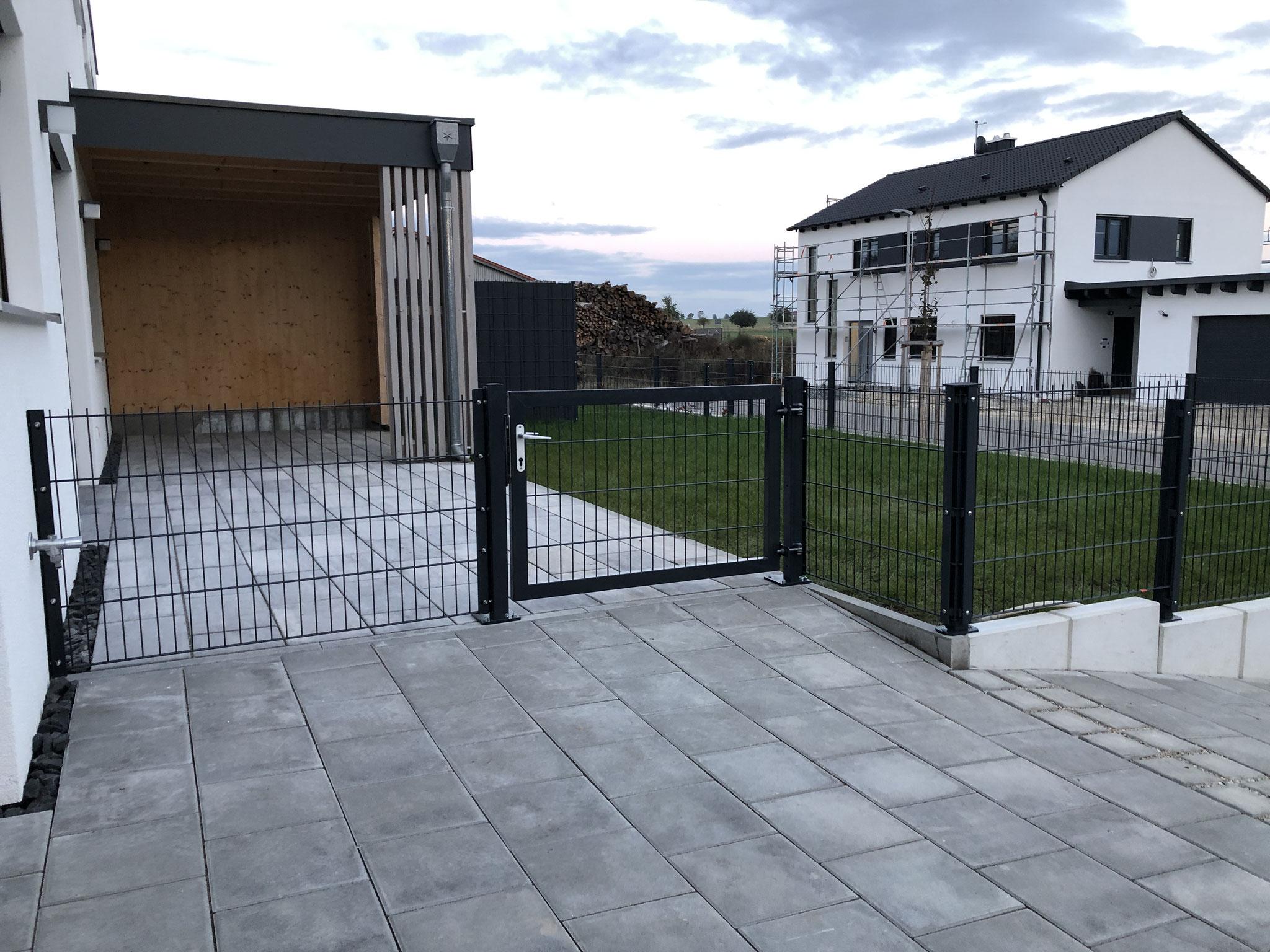 Gartentüre mit Doppelstabmattenzaun