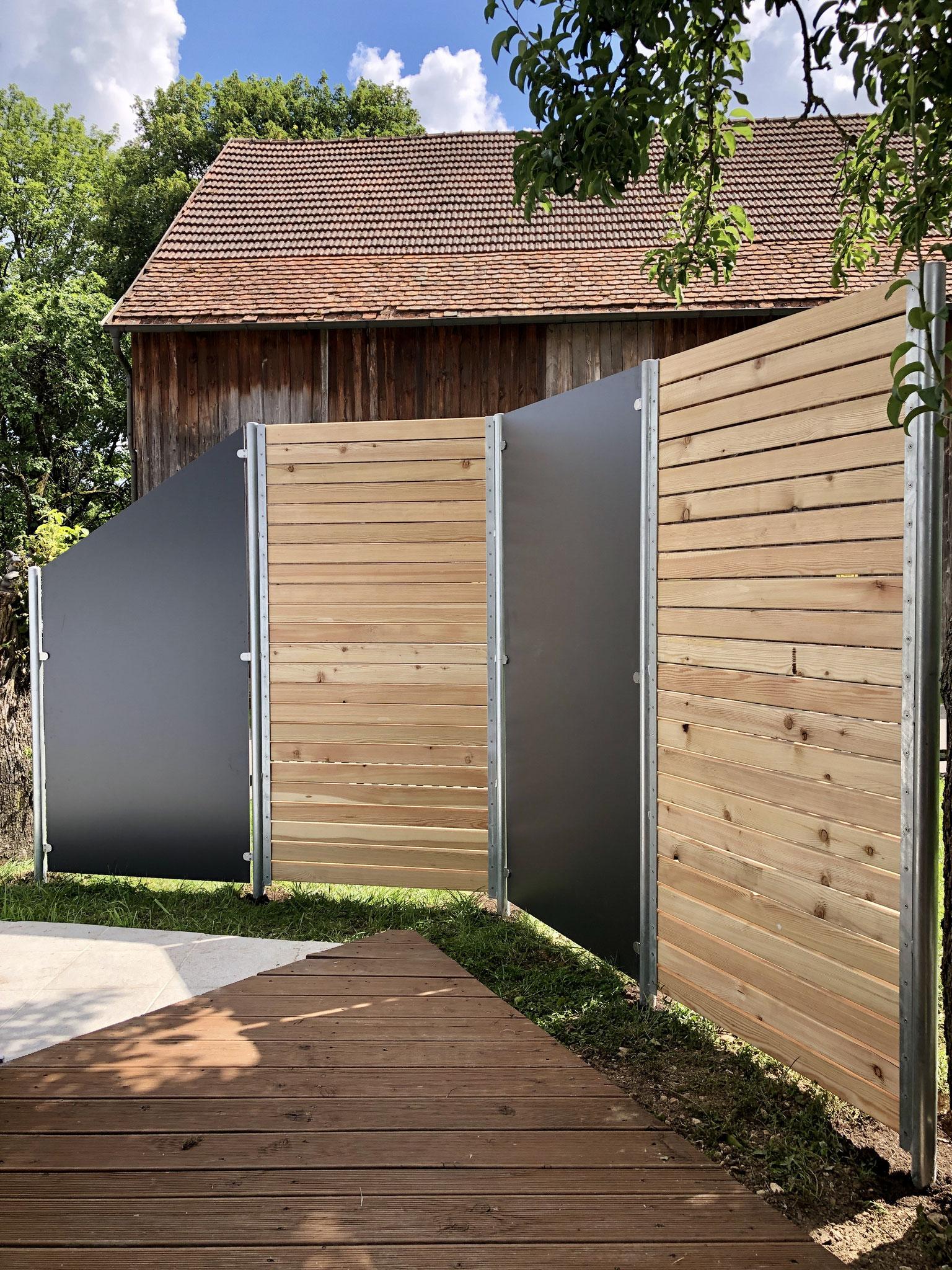 Sichtschutz mit Holz und HPL