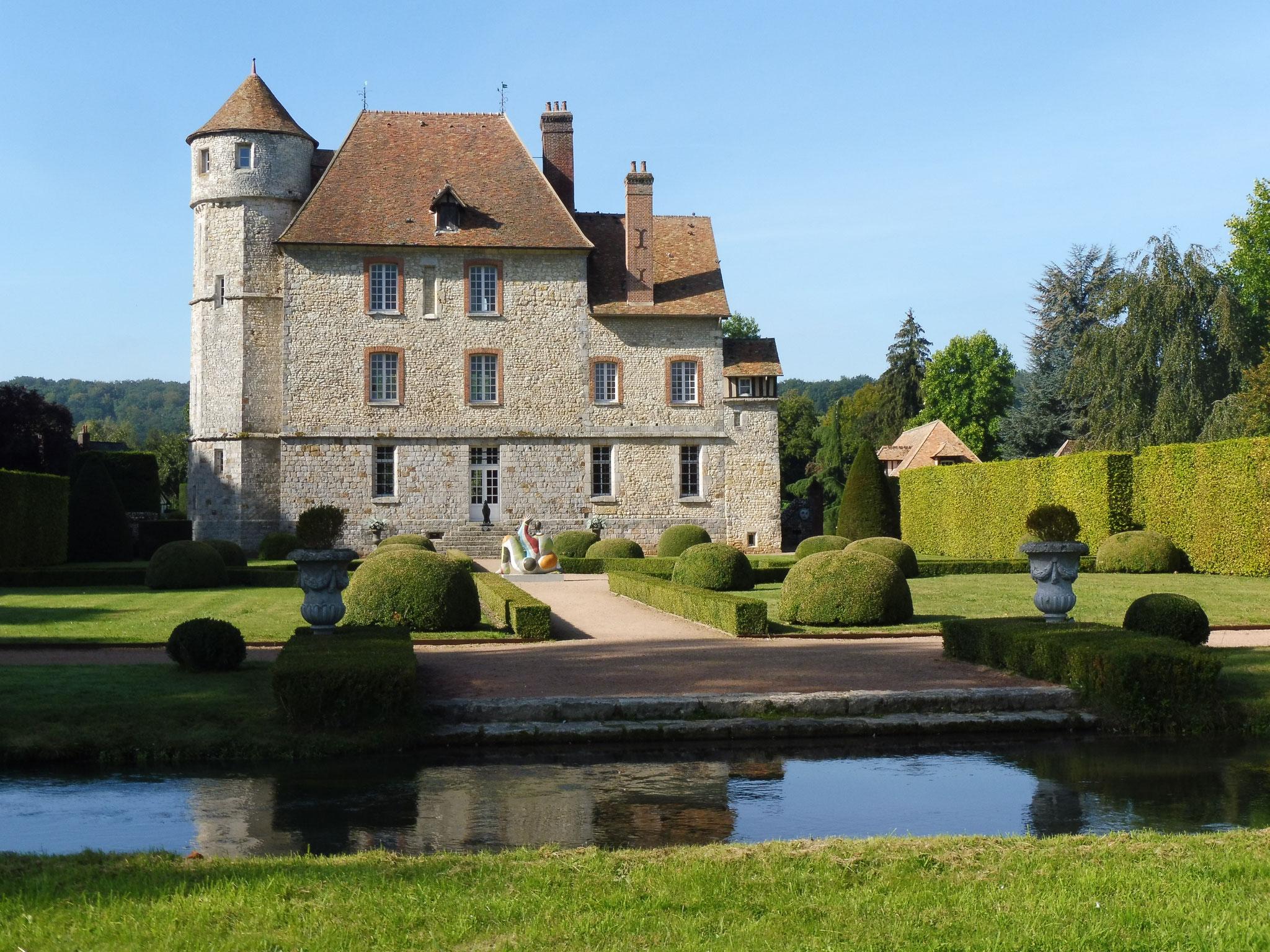 Le château de Vascoeuil depuis l'autre rive du Crevon