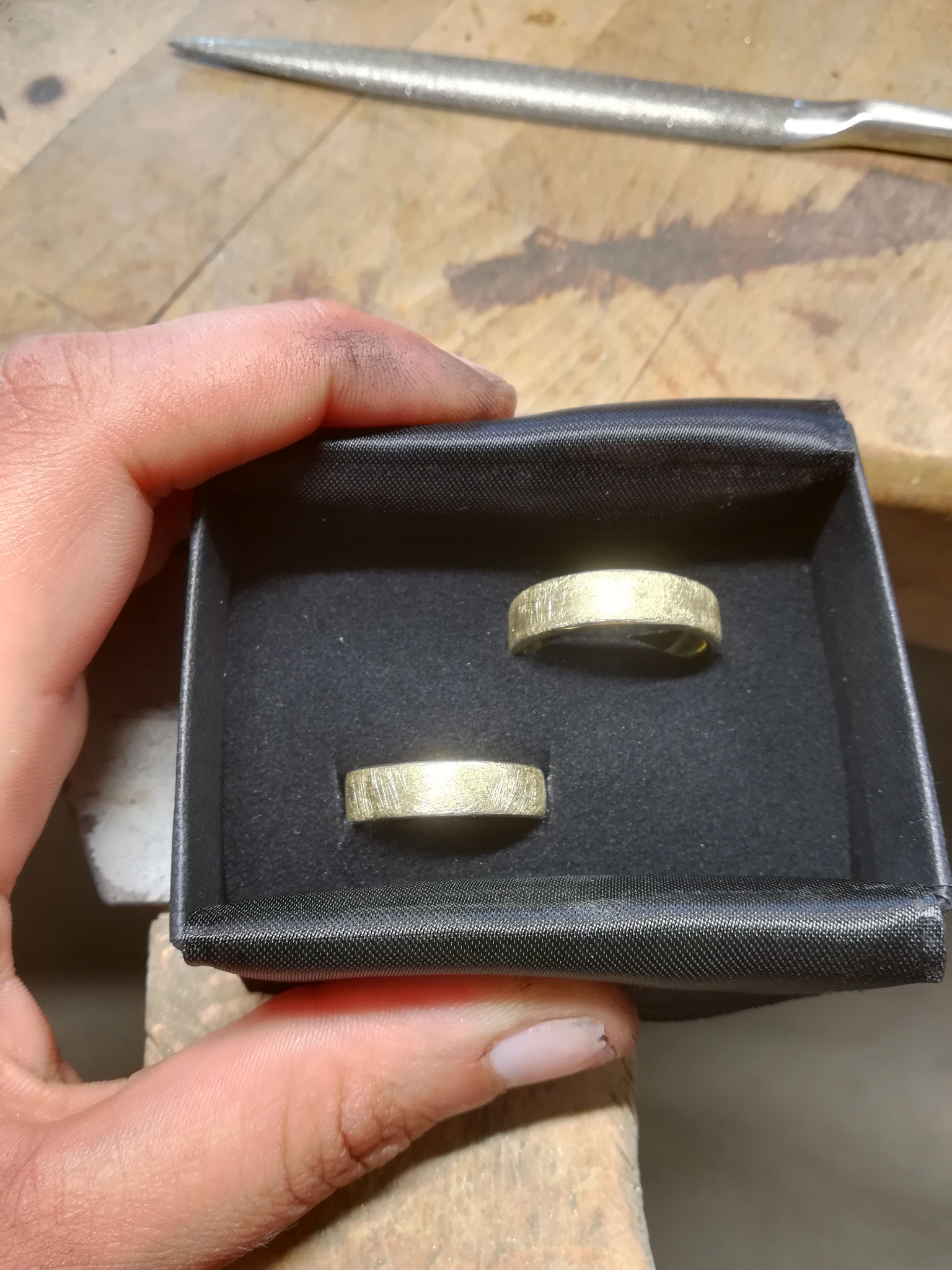 Die zwei Ringe sehen am Ende dann zum Beispiel so aus.