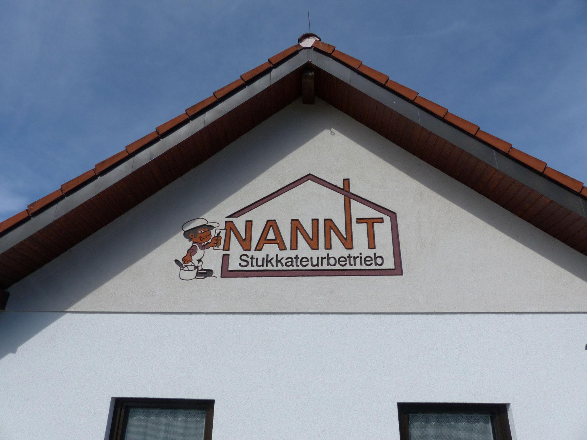 Fassade mit Firmenlogo