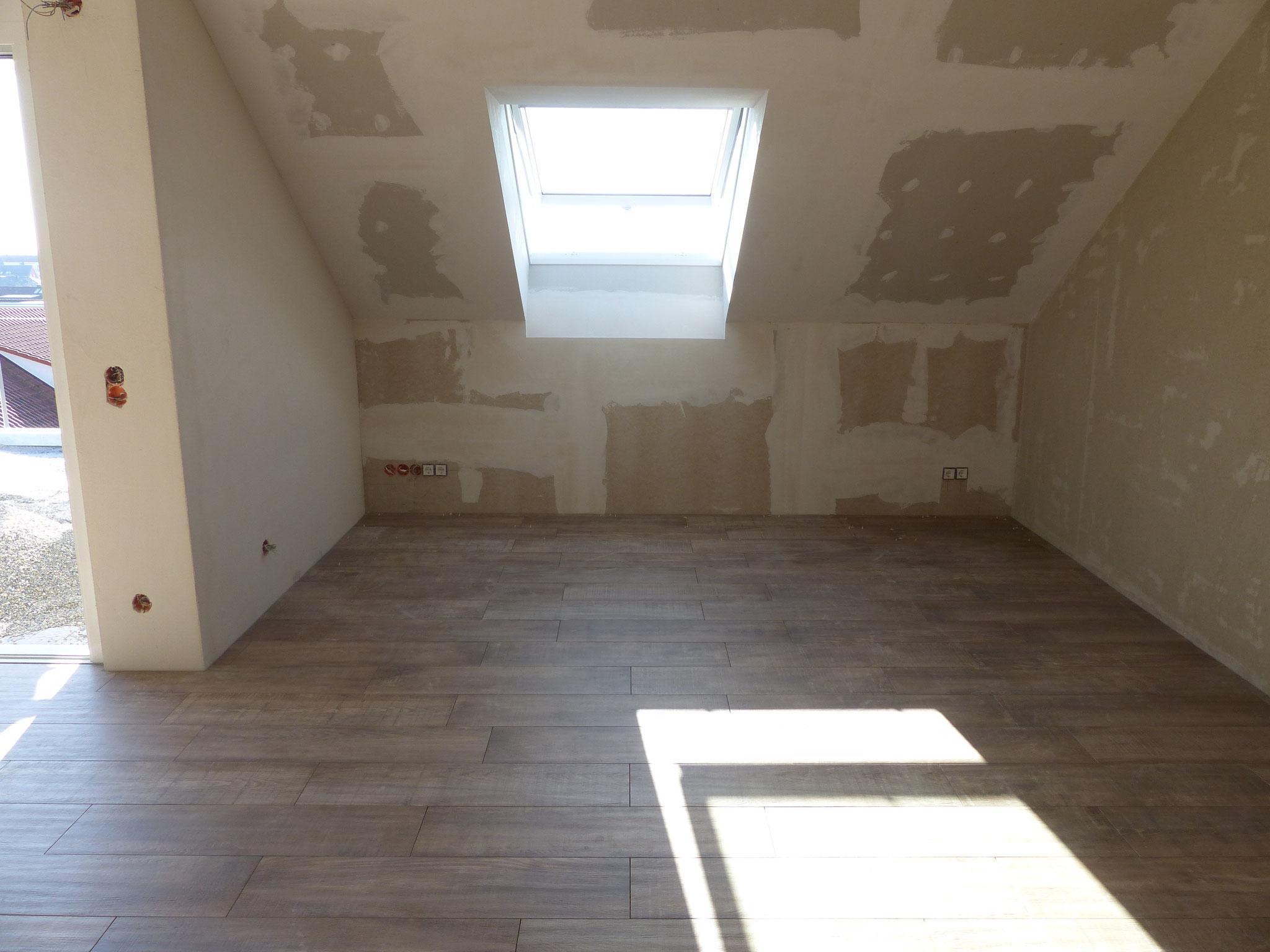 Trockenbau im Dachgeschoss: Verkleidung der Decke mit GKB inkl. Verspachtelung