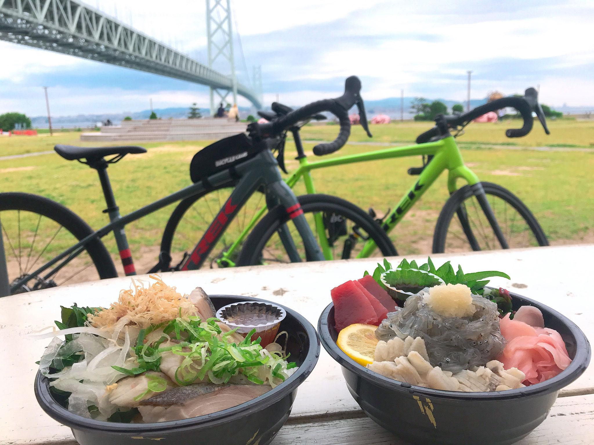 お昼ご飯は道の駅あわじで、お好きな淡路島グルメを堪能!!
