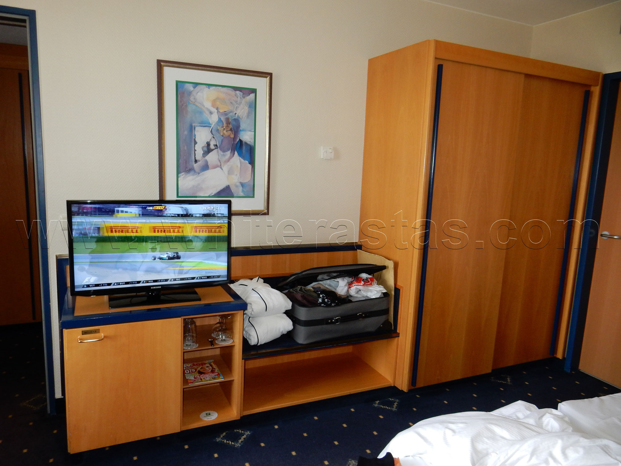 Holiday Inn: Blick vom Bett ins Zimmer