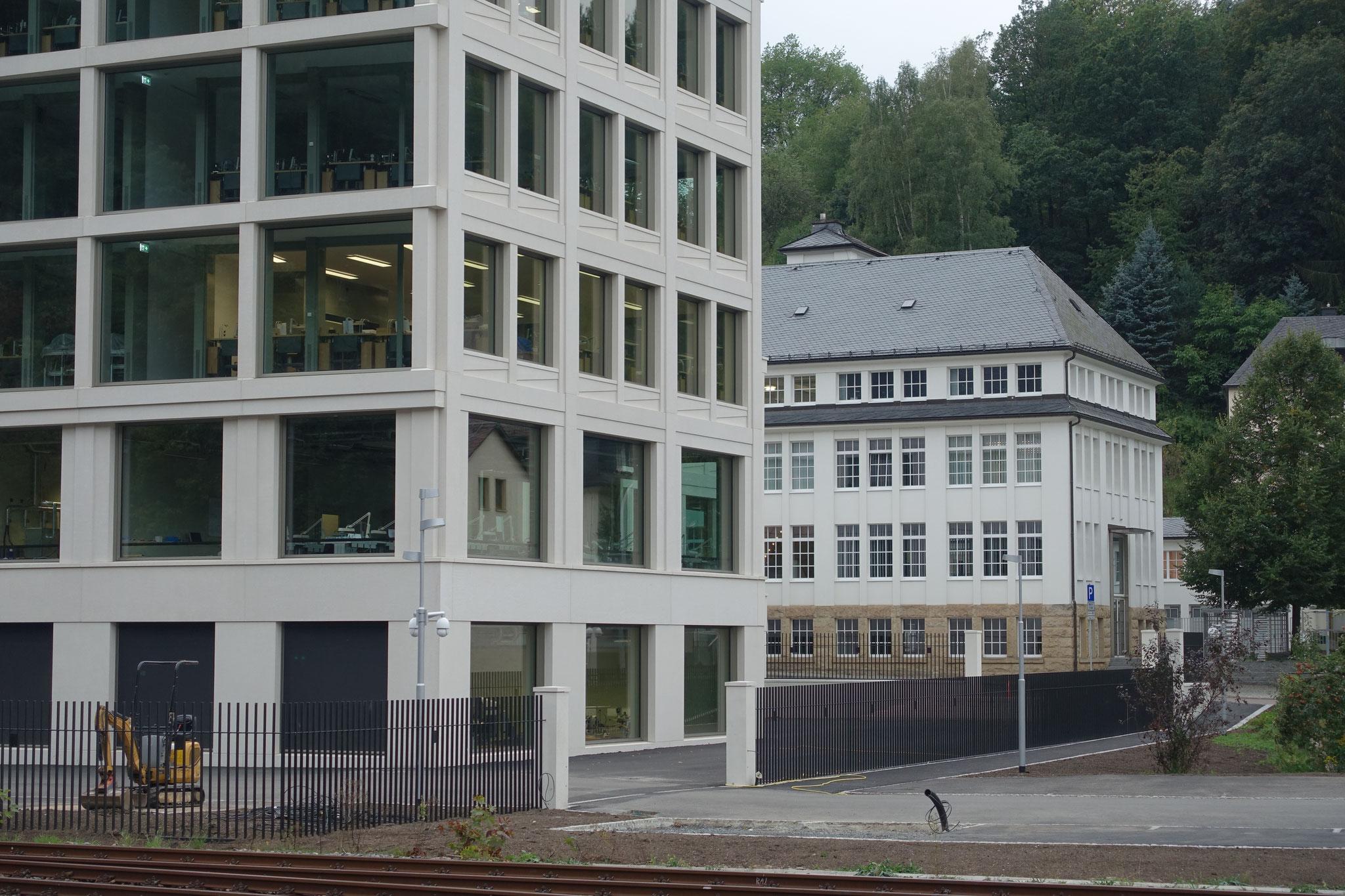 Uhrenmanufaktur aus Glashütte abgesichert mit Sicherheitszaun nach Architekturdesign