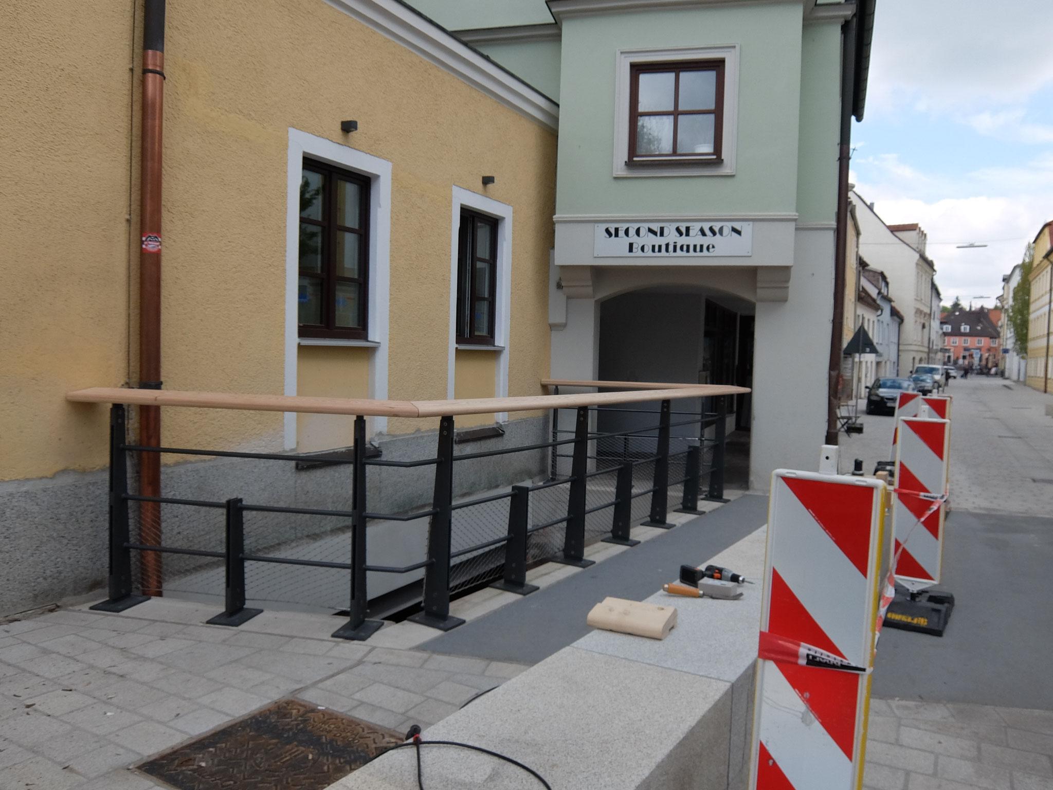 Brückengeländer nach Architektendesign Holz und Stahl