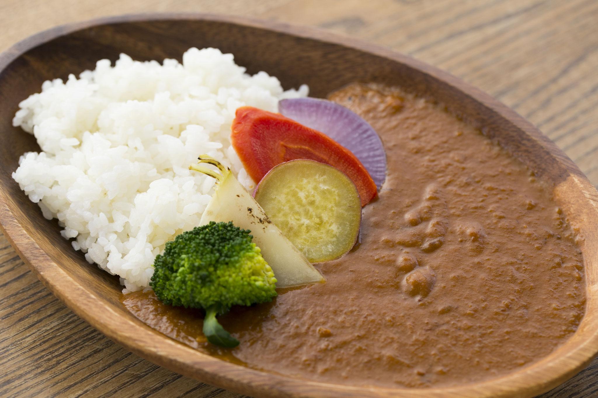 時期に採れる京都野菜をふんだんに使用した チキンベースの優しい味のカレー