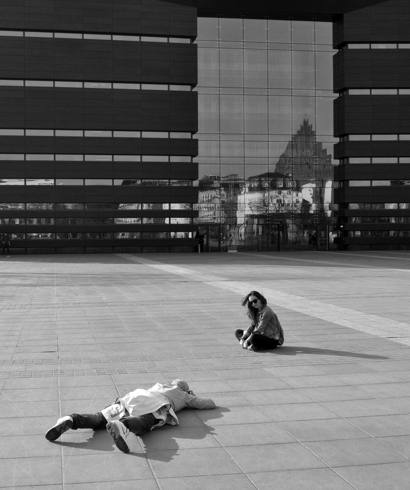 Der liegende Fotograf