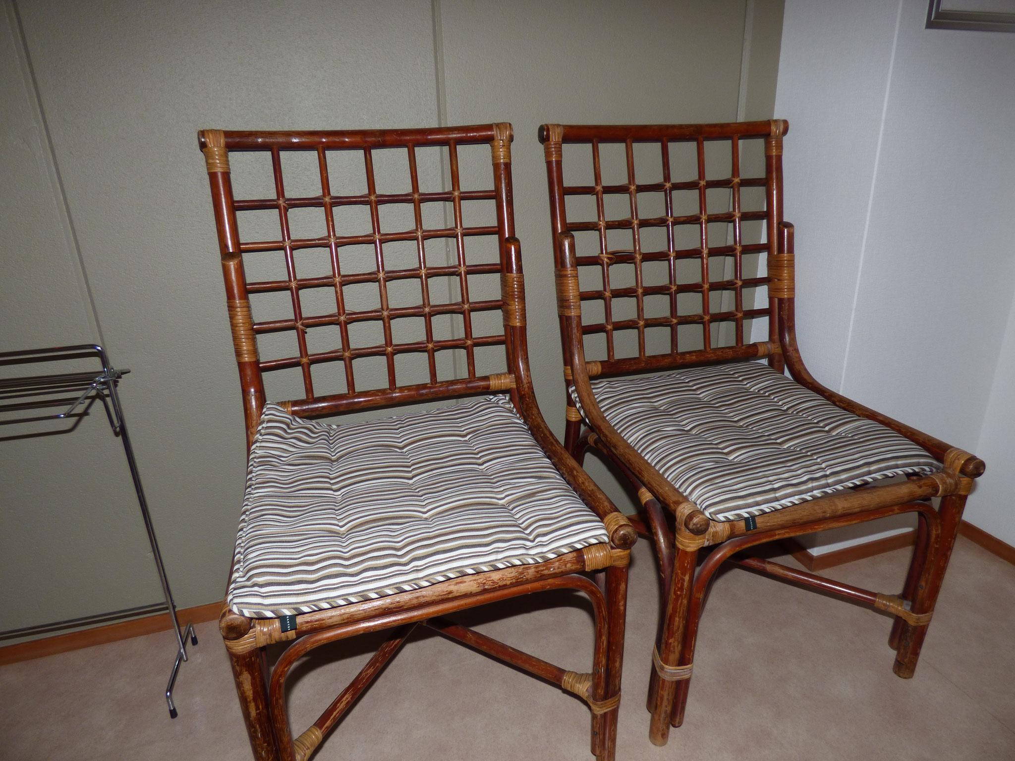 3Fシャワー室前の藤の椅子