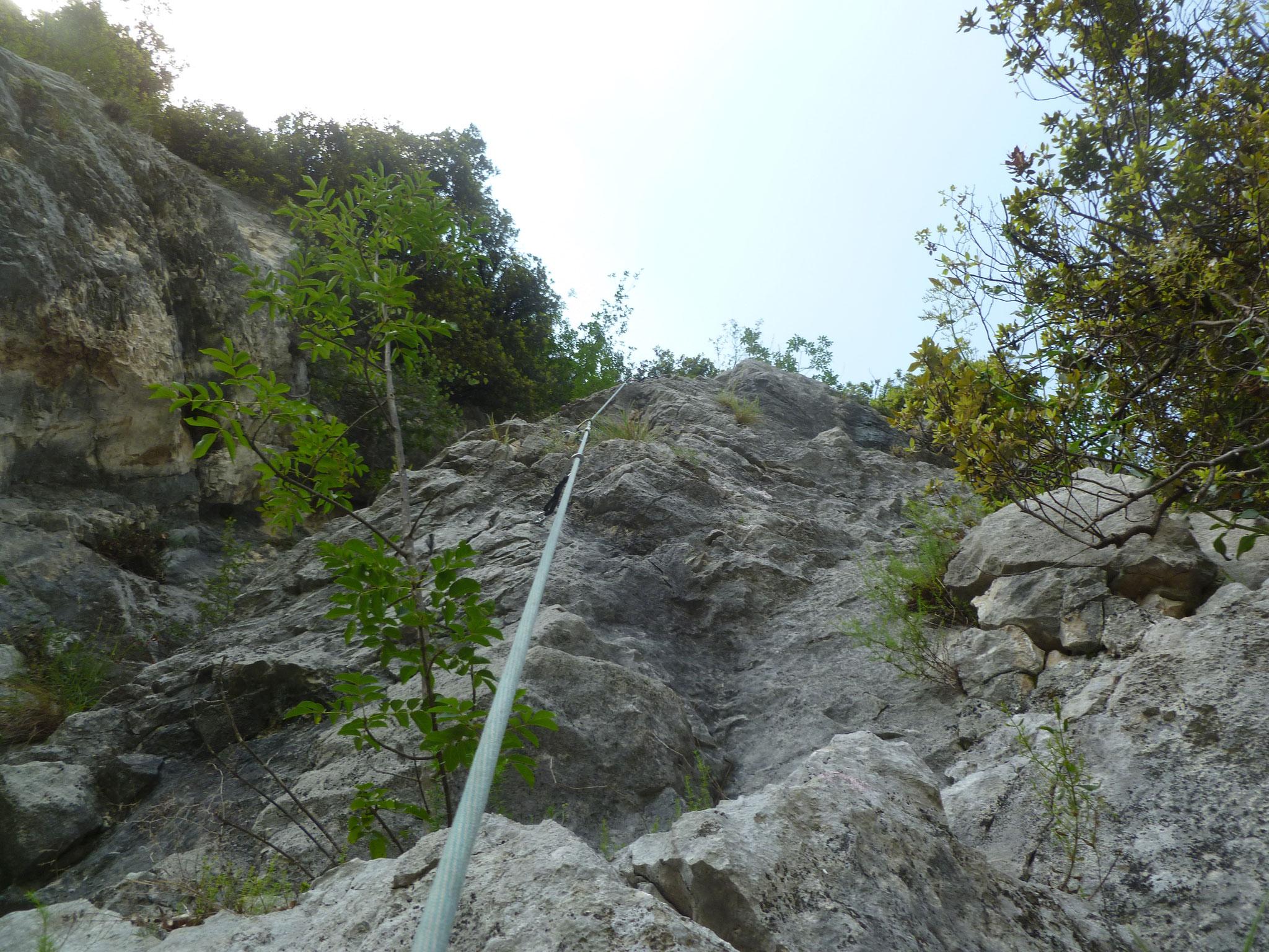 1. Teil der sechsten Länge: steiler, teils brüchiger Pfeil