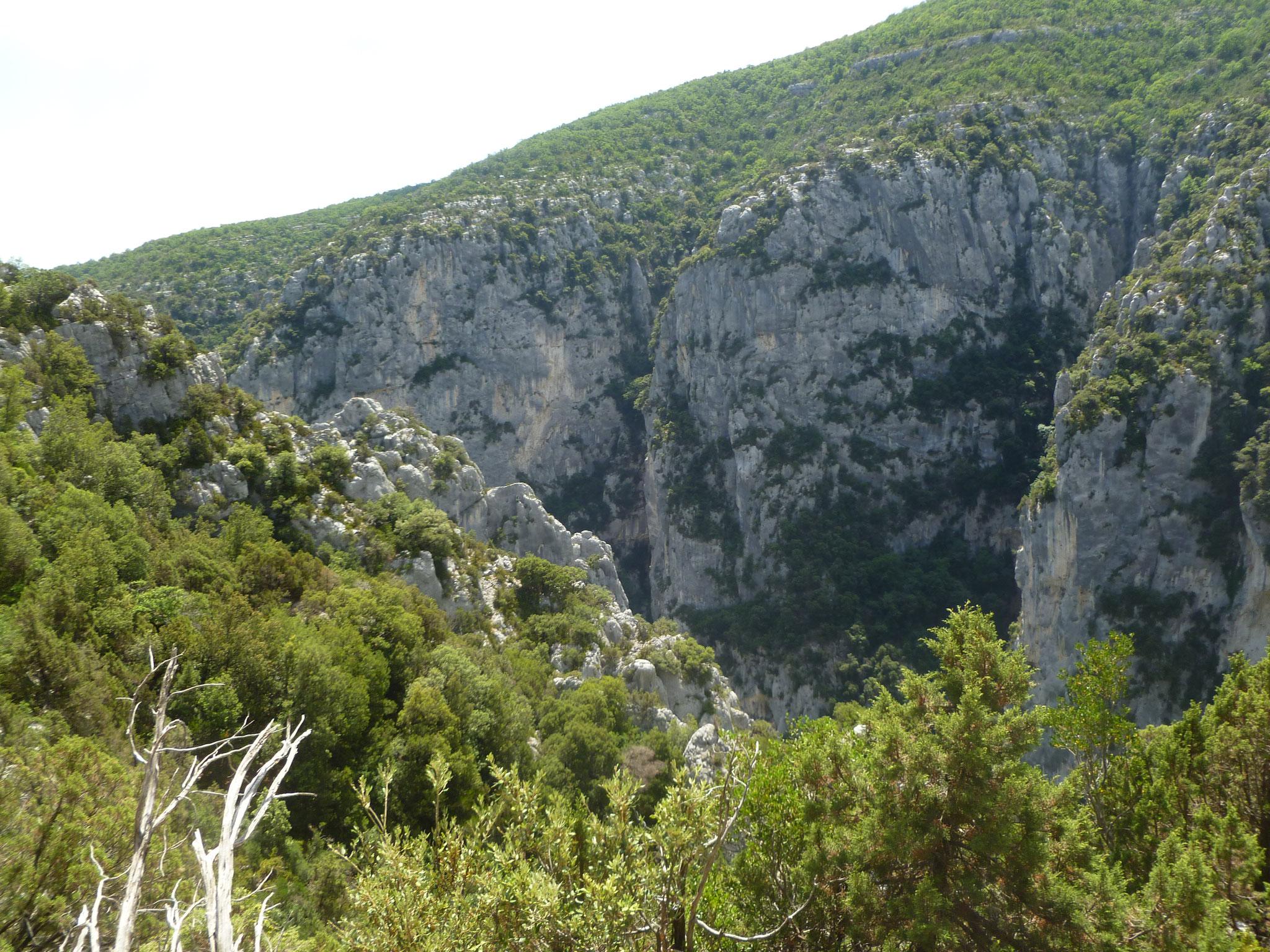 Wandern: Heiss und trocken am Sentiere des Pecheurs