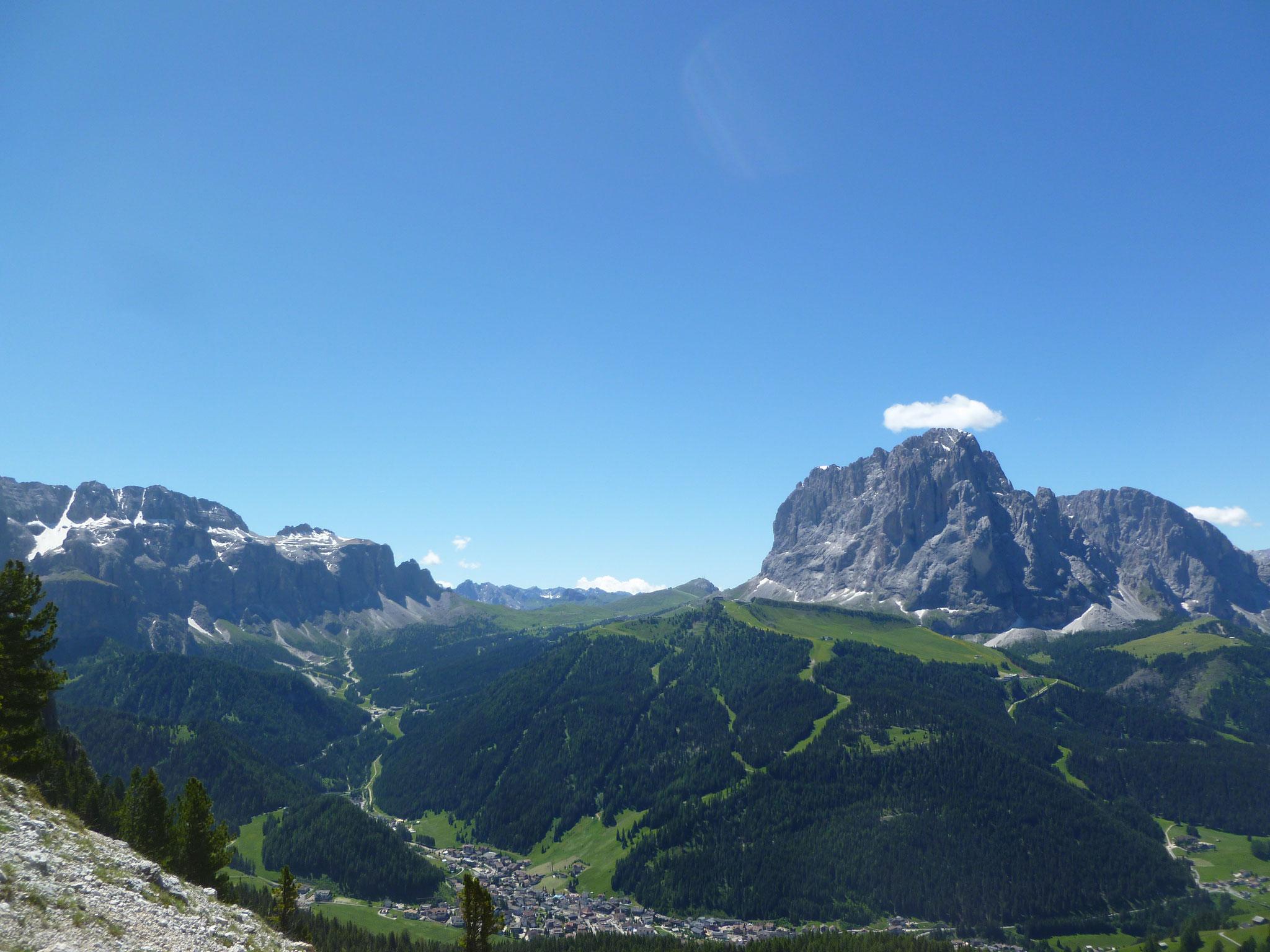 Ein Panorama wie im Prospekt; der Langkofel als thronender Blickfang