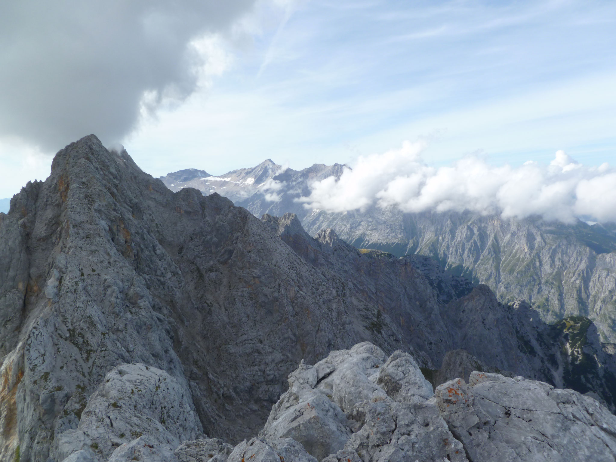 Am Gipfel. Das Panorama haben wir uns verdient!!!