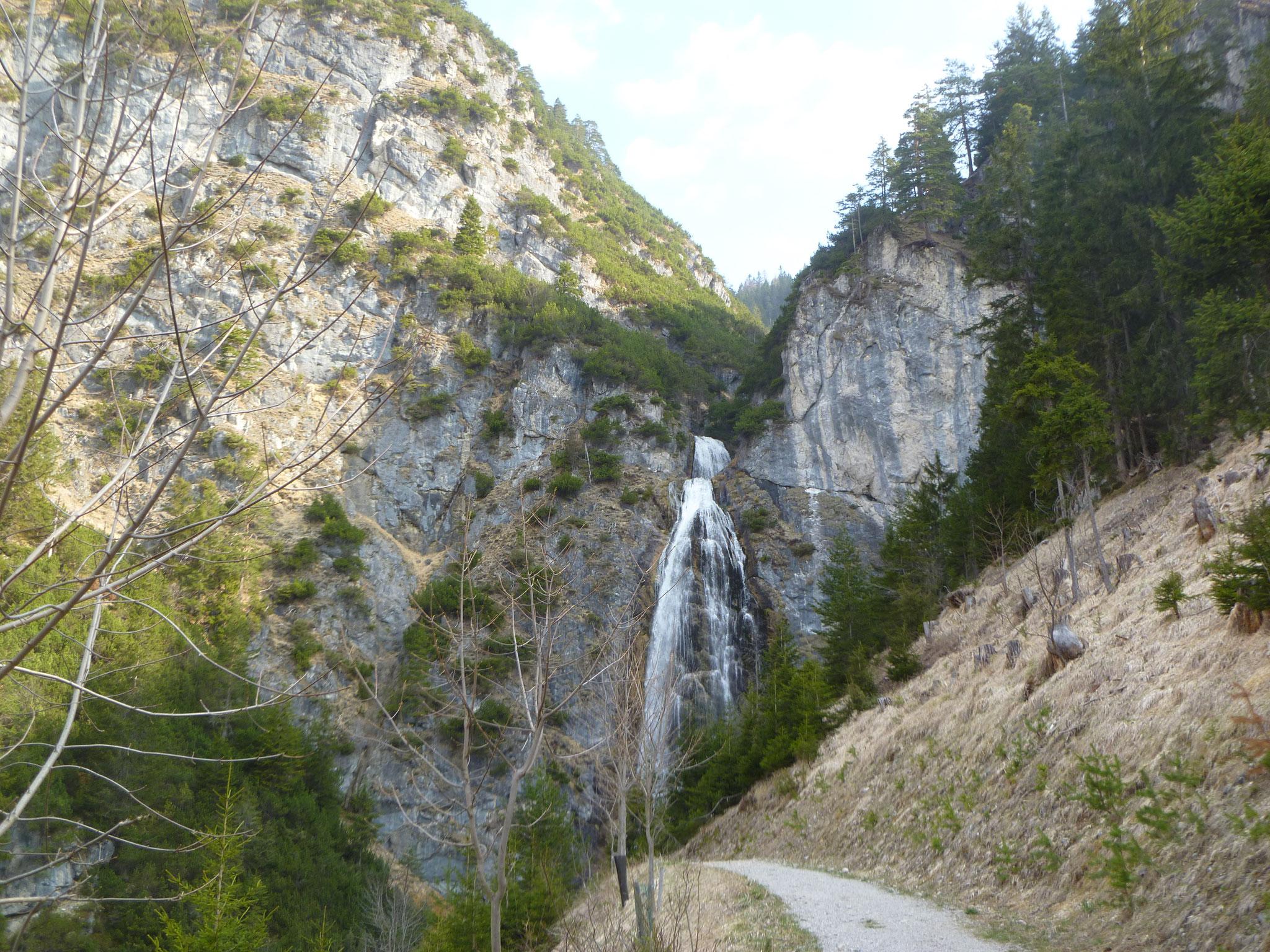 Beim Zustieg Richtung Dalfazer Alm - der Wasserfall ist optional