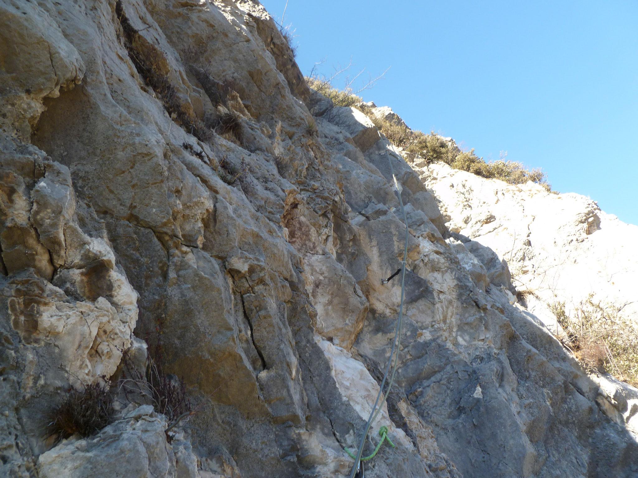 Hinüber in nicht ganz bombenfestem Fels (Länge 5)