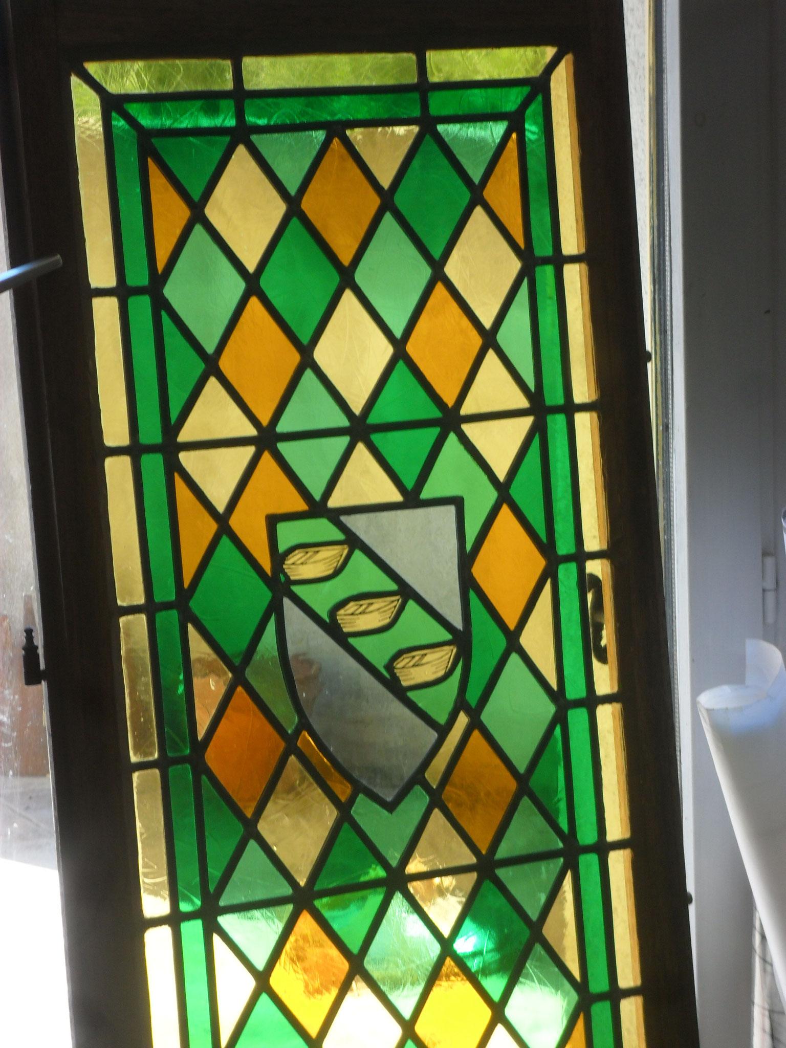 Vitrail au blason de la ville de Nant (12)-Art du vitrail