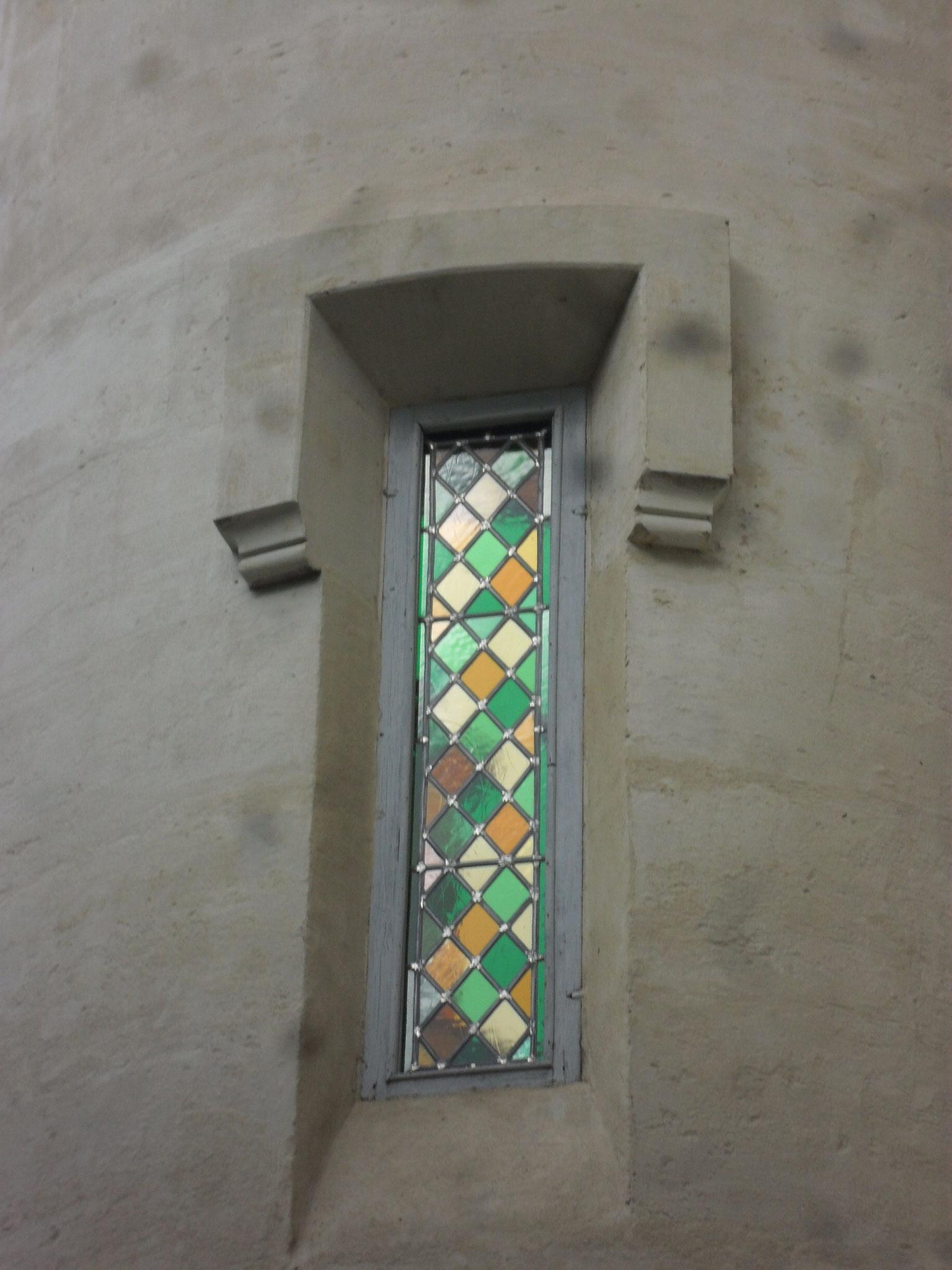 Vitrail aux losanges dans une tour -Montpellier