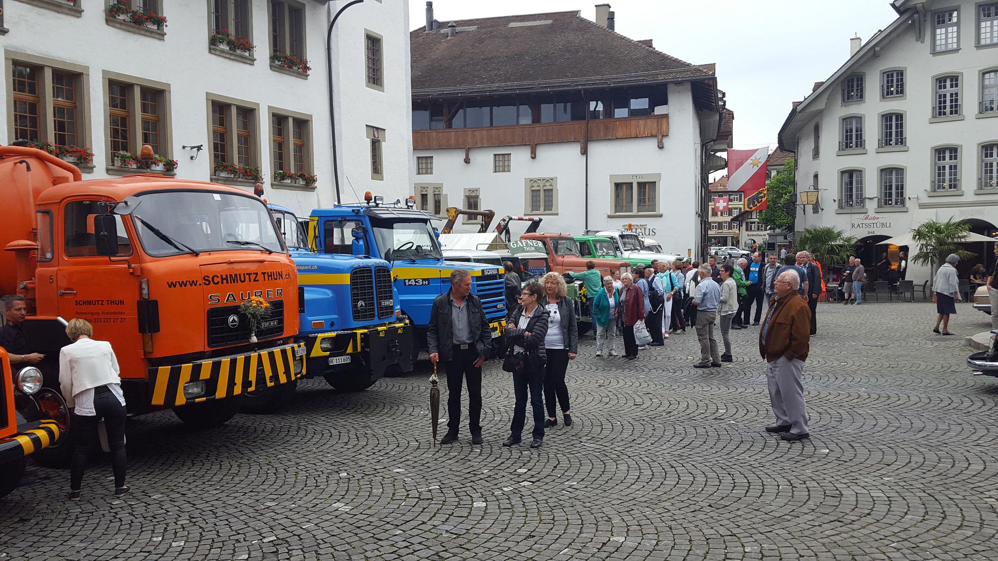 Abnahme der Parade durch Gäste, Ehrenpräsident Ueli Gaggioli und Mitglieder TGV