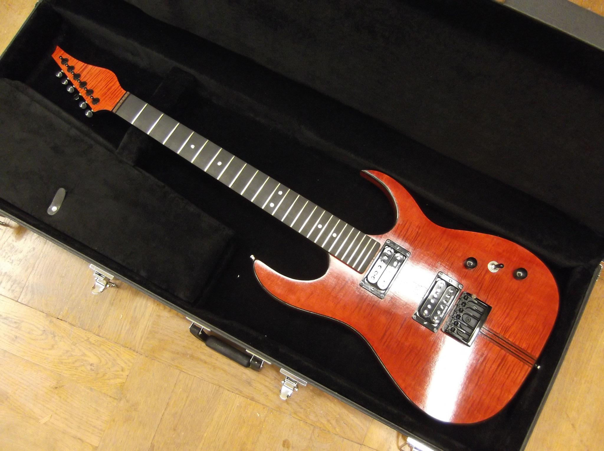 Diese aller erste Custom-E-Gitarre entstand 2012-13