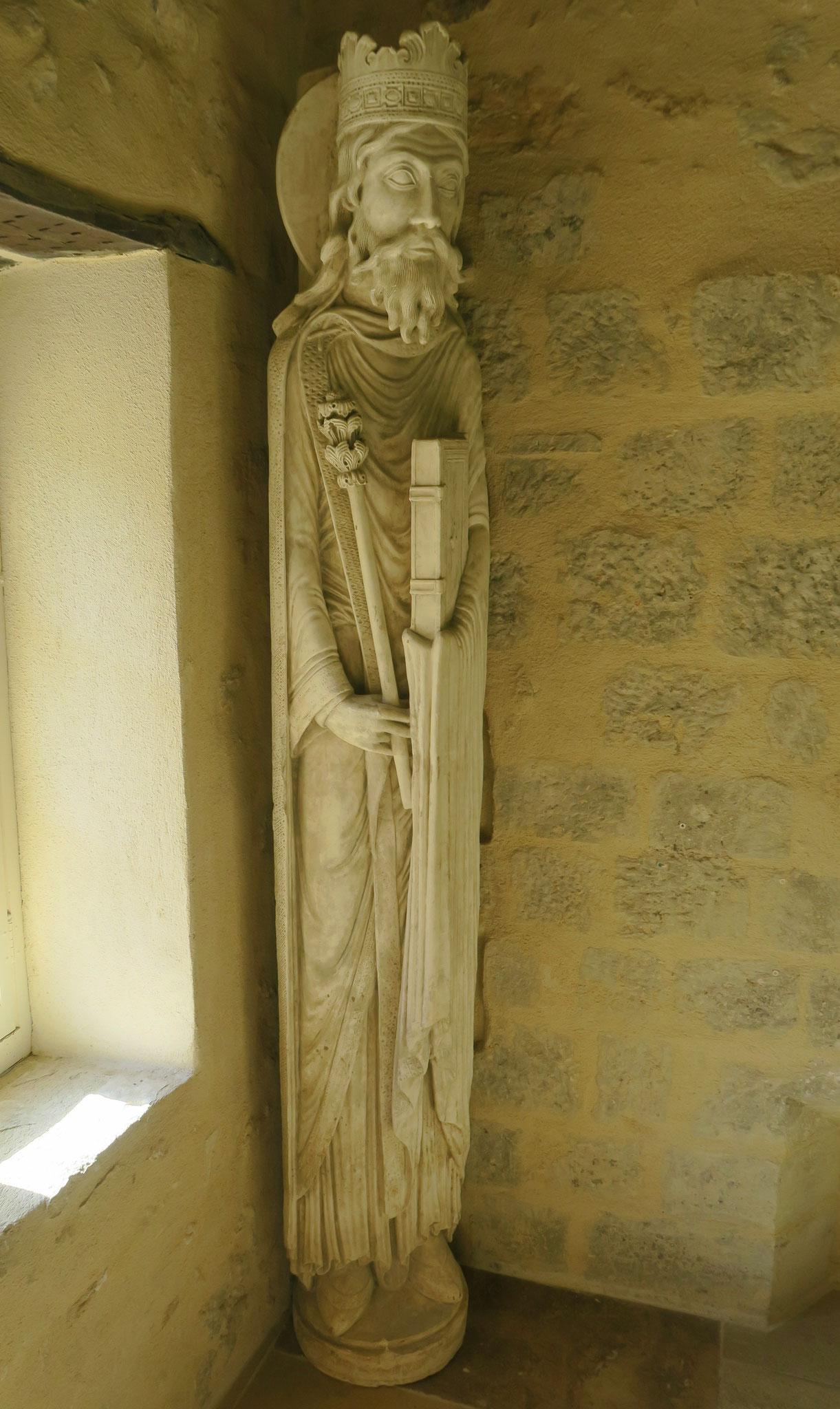 Bild: Skulpturen in der Abtei Notre-Dame de Sénanque, Gordes