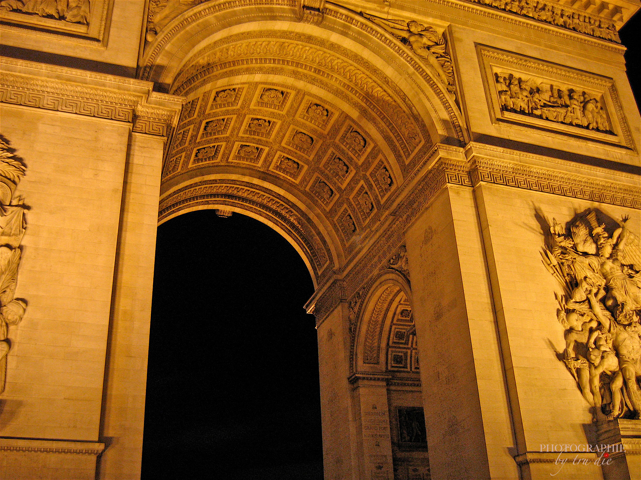 Bild: Am Arc de Triomphe in Paris