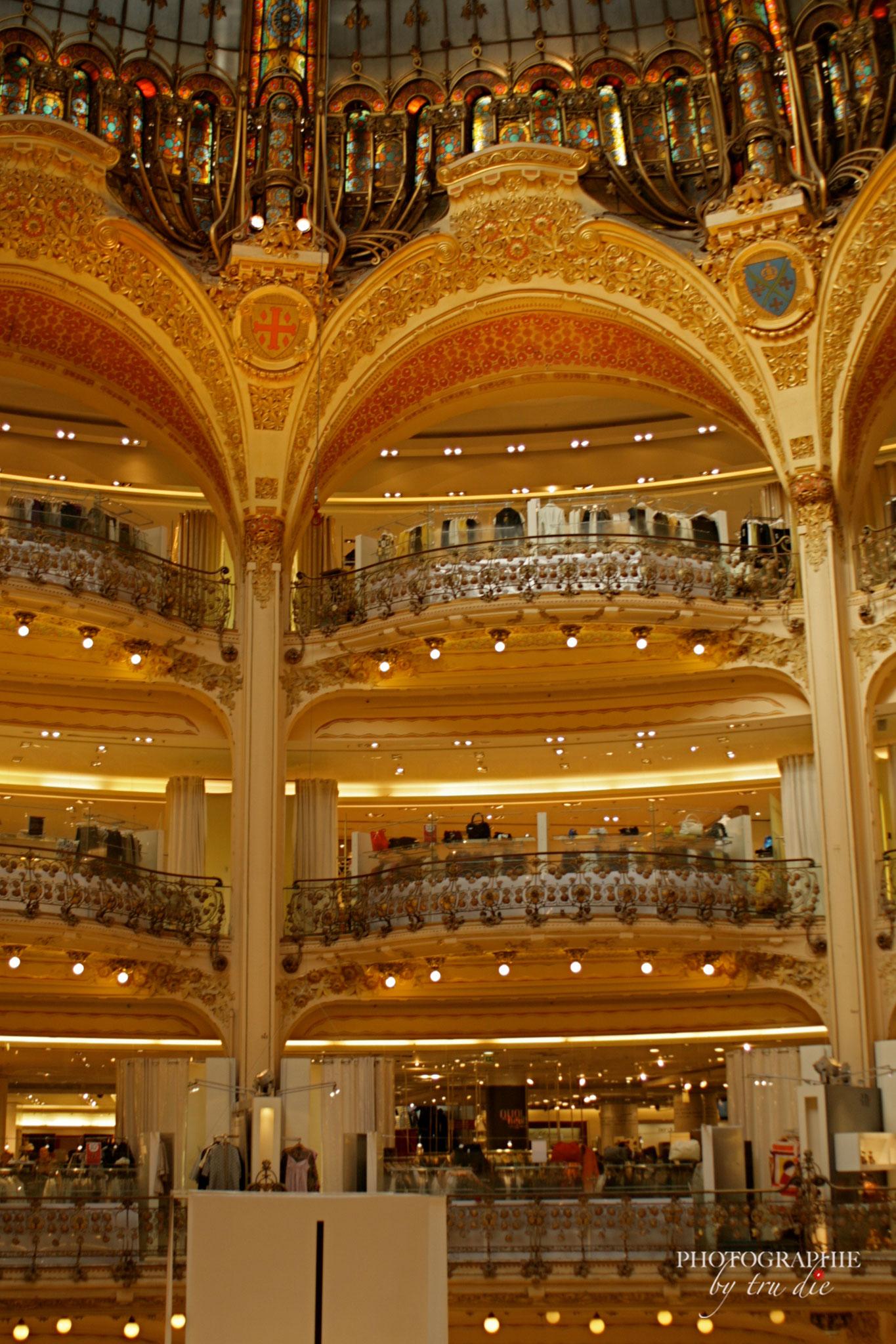 Bild: Galeries Lafayette mit Blick in die Kuppel und Galerien, Paris