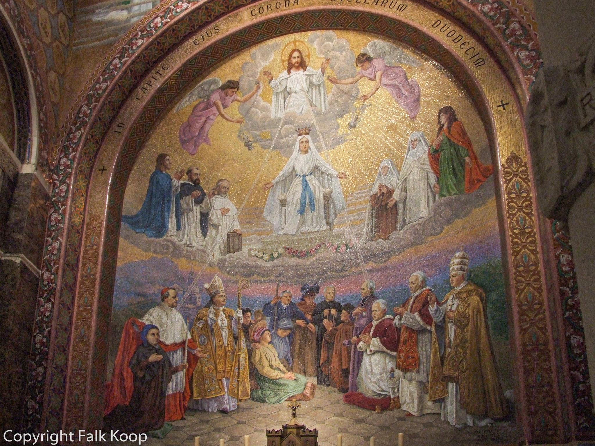 Bild: Im Innern der Rosenkranzbasilika in Lourdes