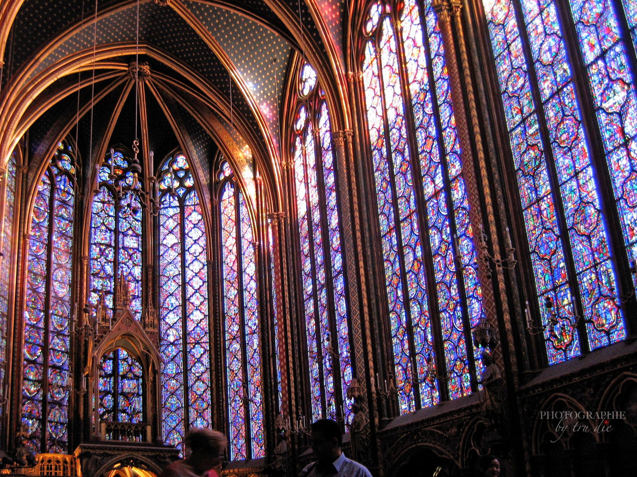 Über 600 Quadratmeter Buntglasfenster sind in der Sainte-Chapelle