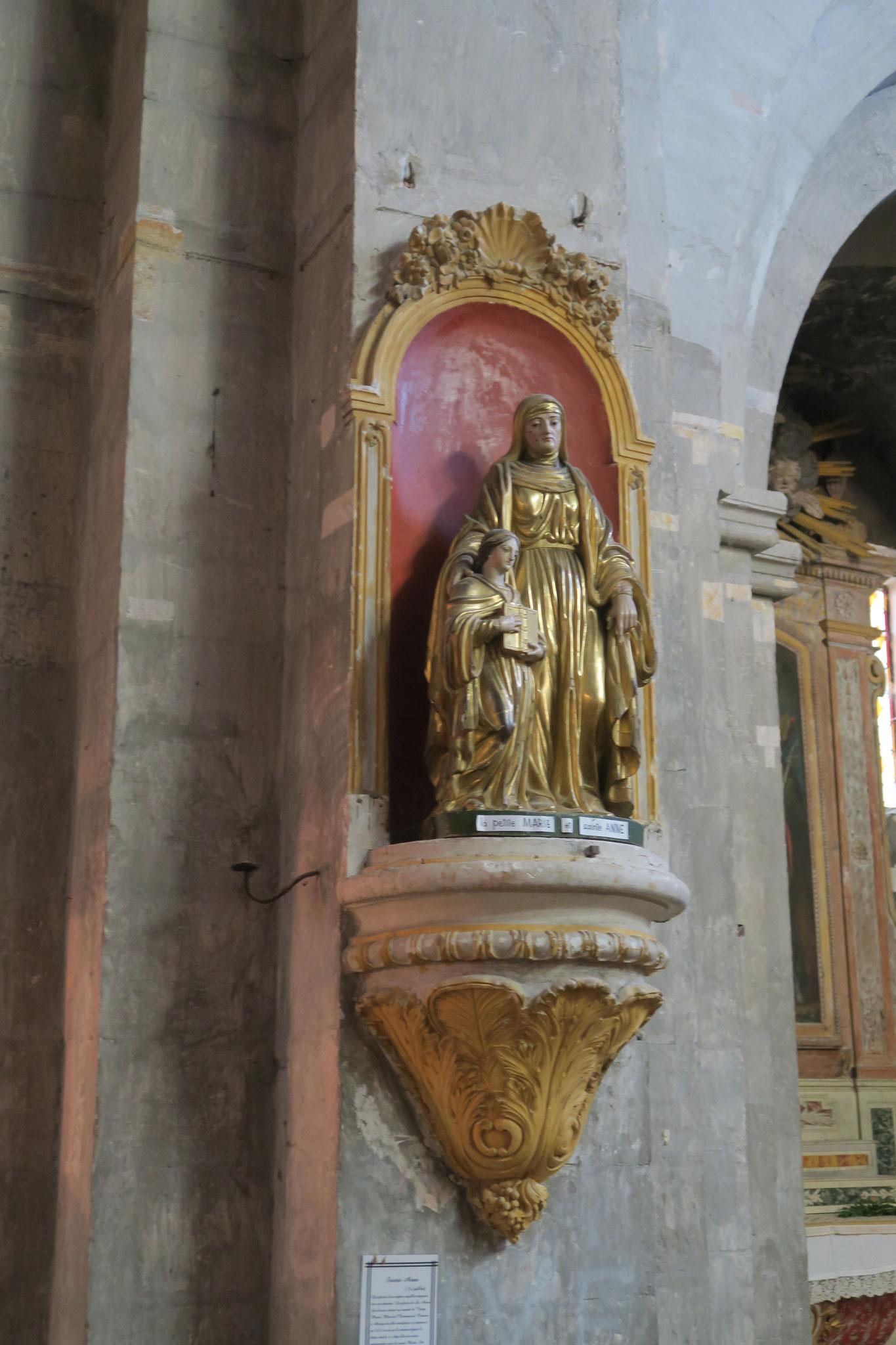 Bild: die Heiligenfiguren in der Kirche Notre Dame von Venasque, Vaucluse, Provence
