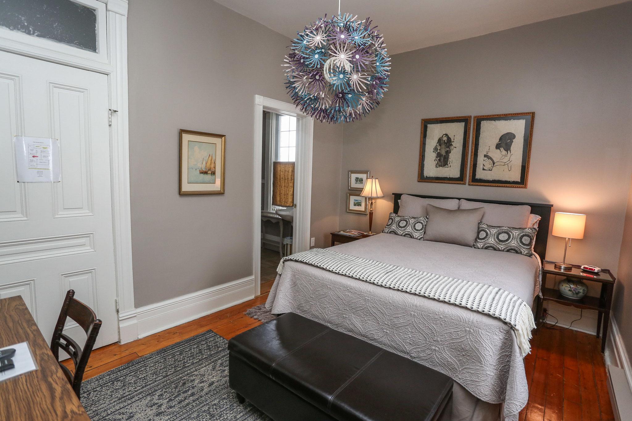 Queen Room with Ensuite (Radford Room)