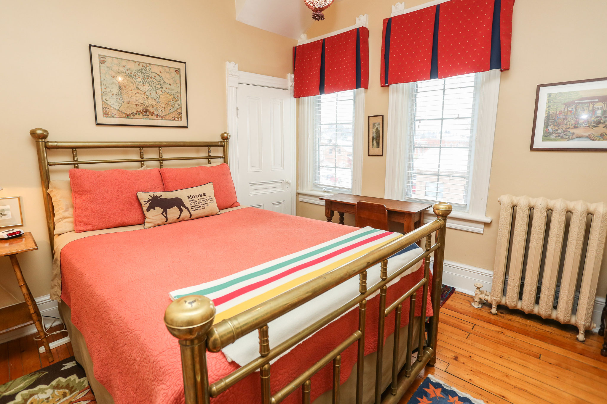 Queen Room with Ensuite (Canada Room)