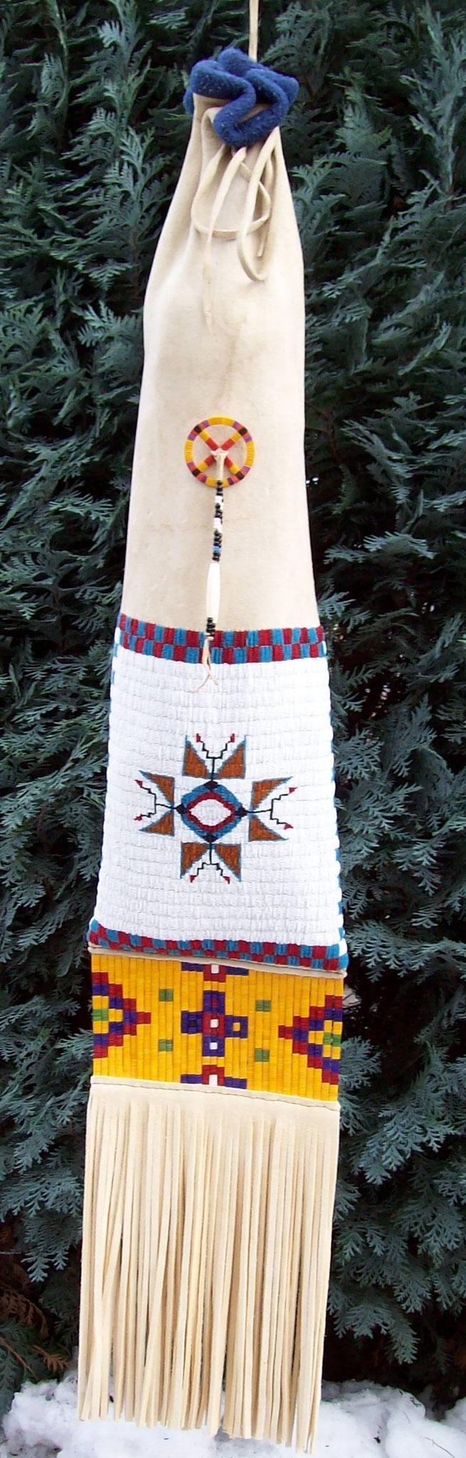 Hirschleder mit Perlenstickerei und Quillstreifen, ca. 110x20 cm