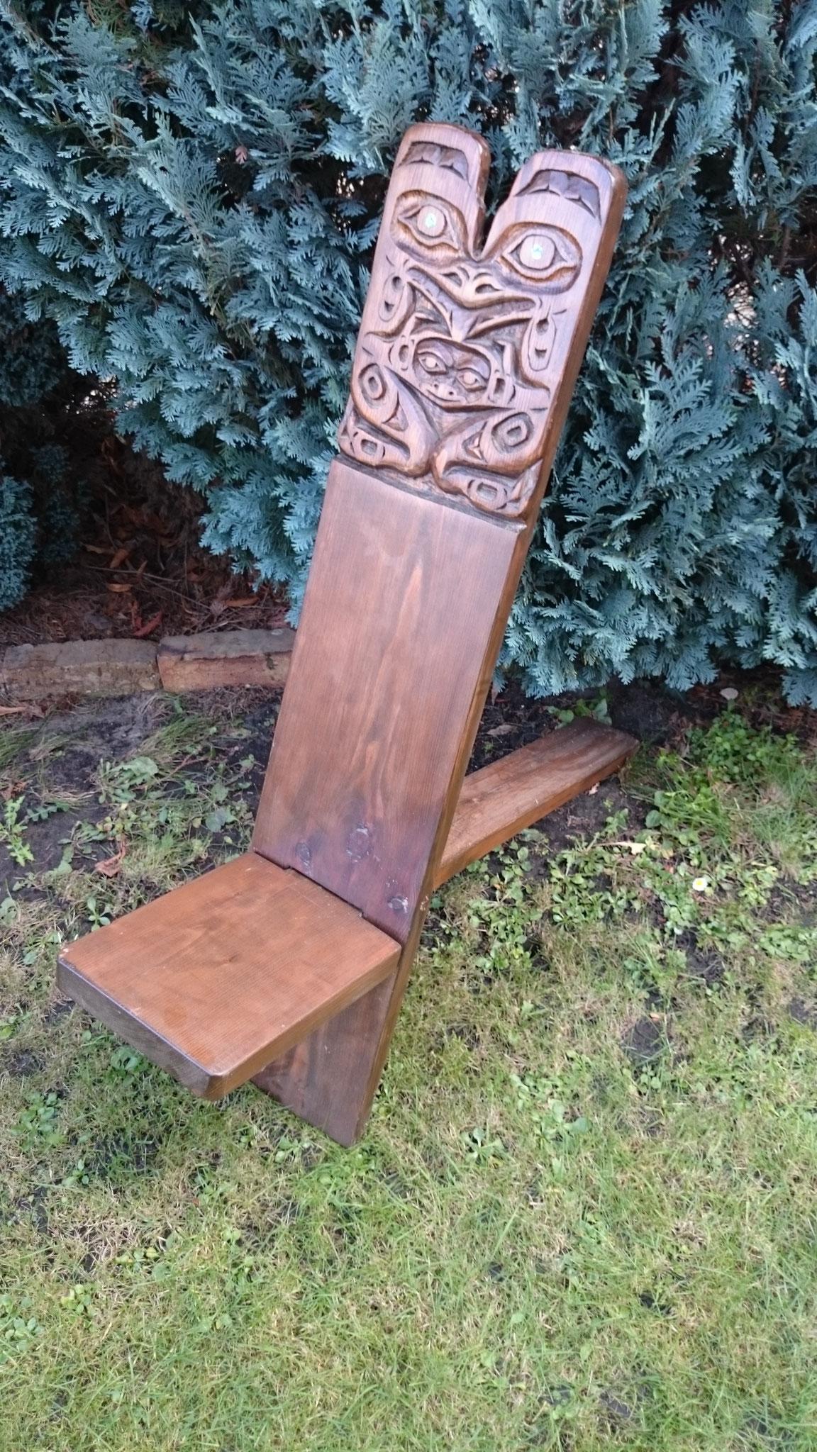 Bären- Sitz; Fichte gebeizt  mit Perlmutteinlage
