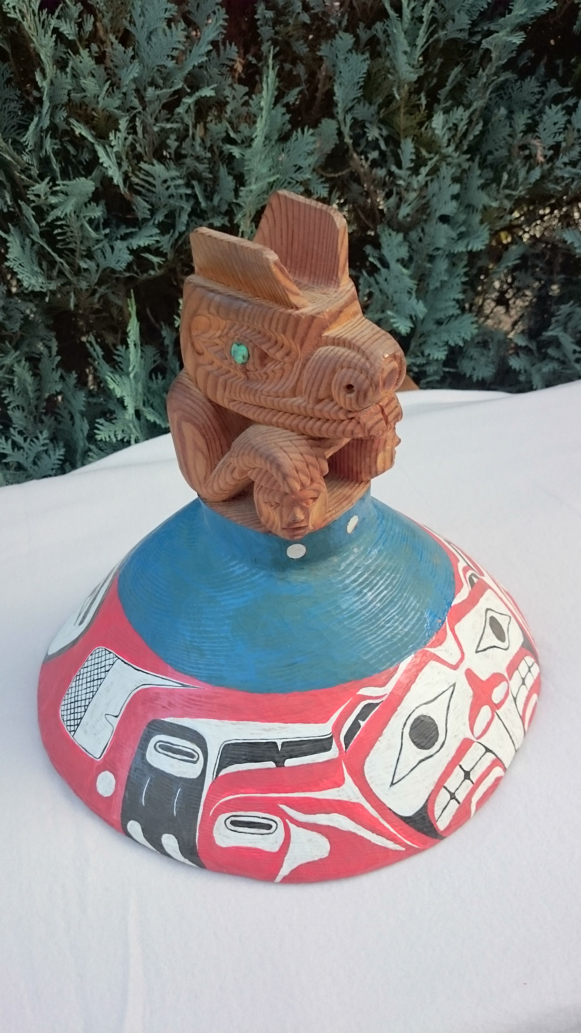 Biber- Hut (getragen von chiefs bei Zeremonien). Föhre mit Perlmutteinlagen