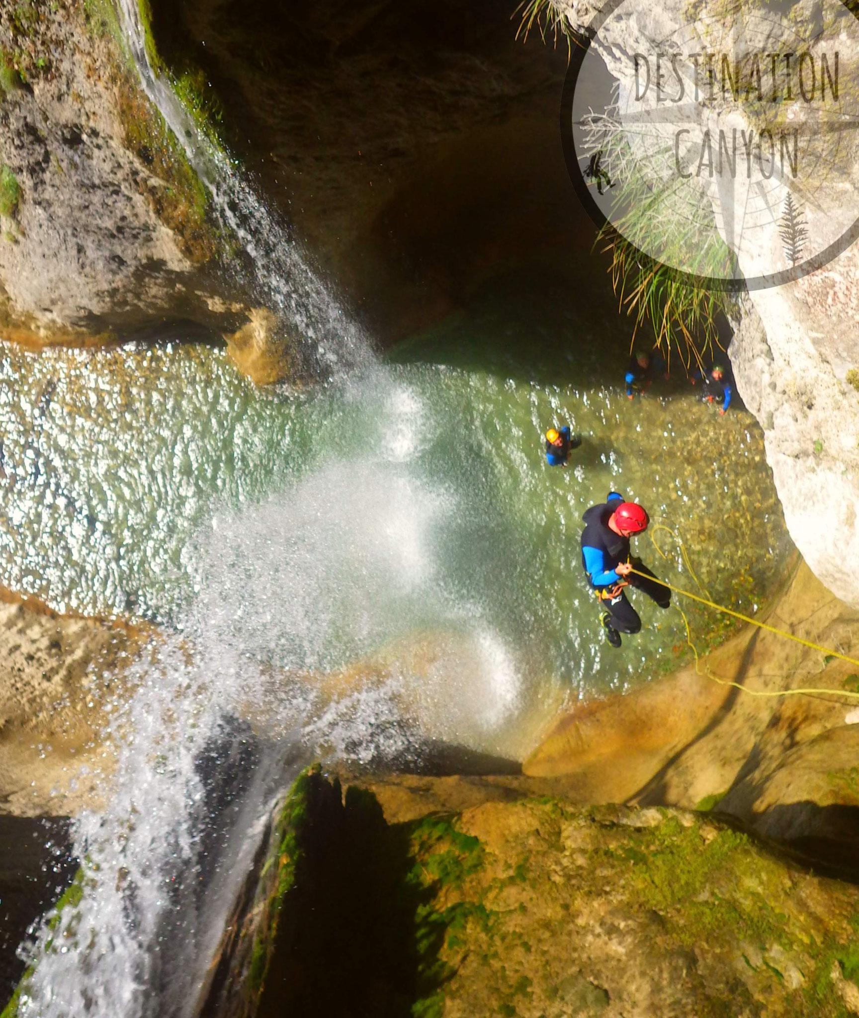 En fil d'araigné dans la surprenante double cascade