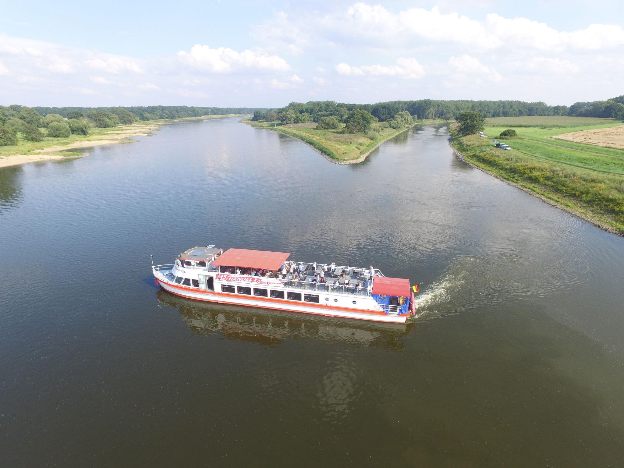 MS Händel II am Saalhorn, Mündung der Saale in die Elbe