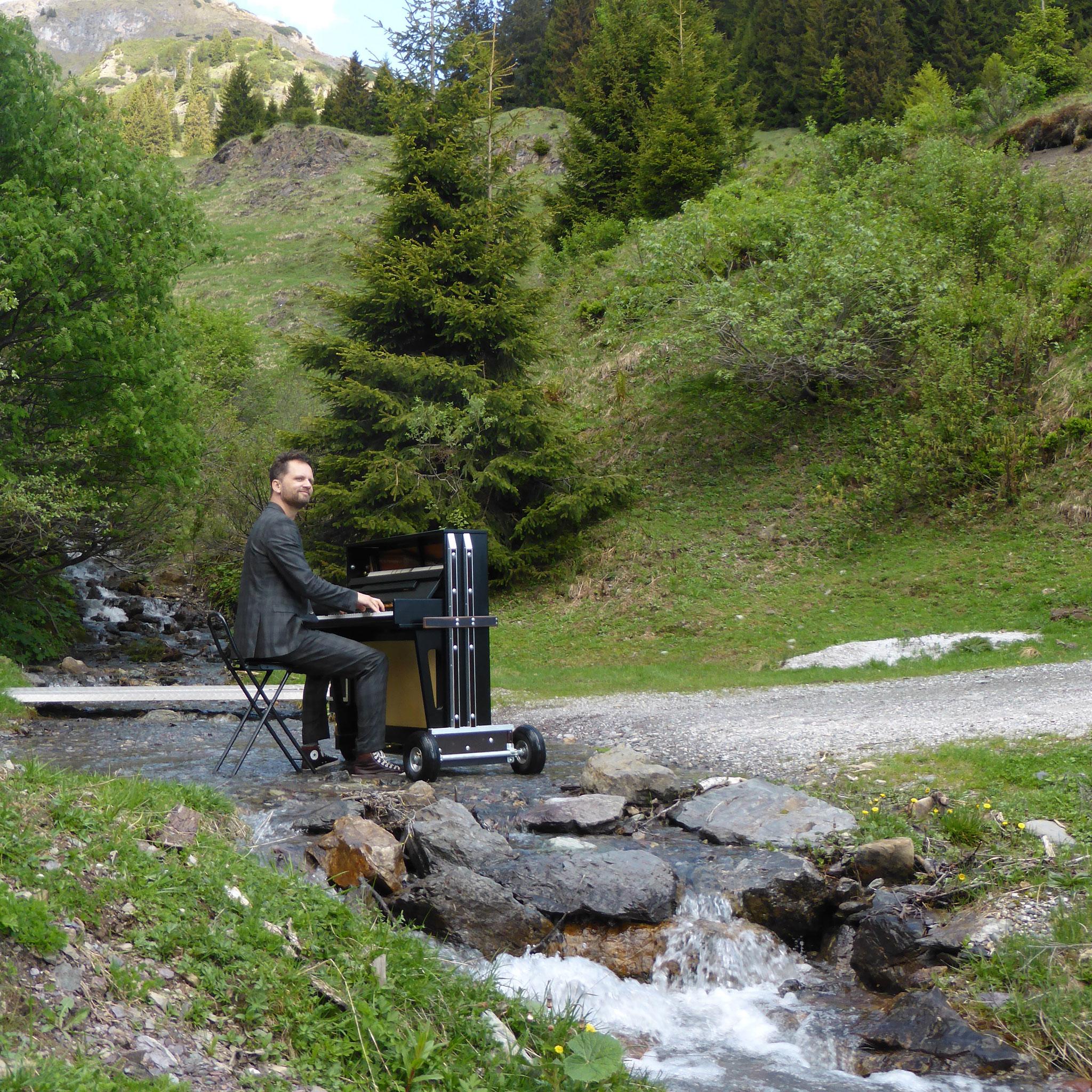 Das mobile Klavier auf der Alm